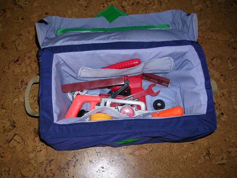 Ящик для игрушечных инструментов