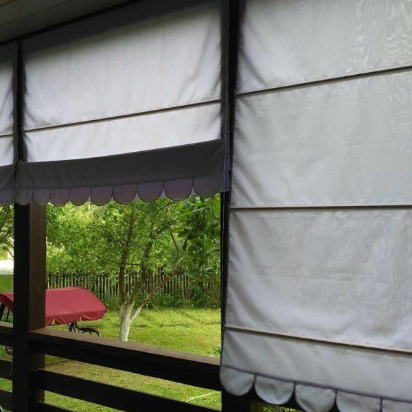 Нежно лавандовая римская штора для дачи