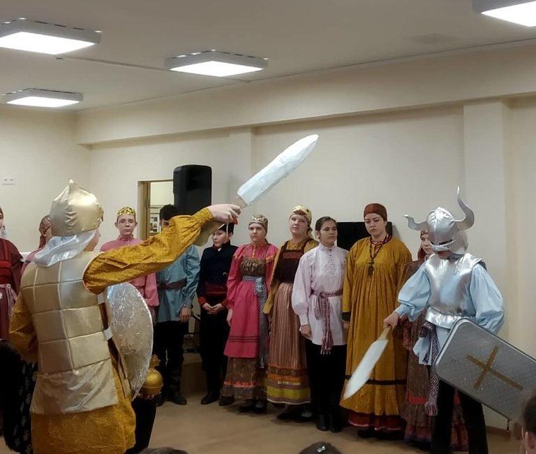 Костюмы к народной драме Царь Максимилиан