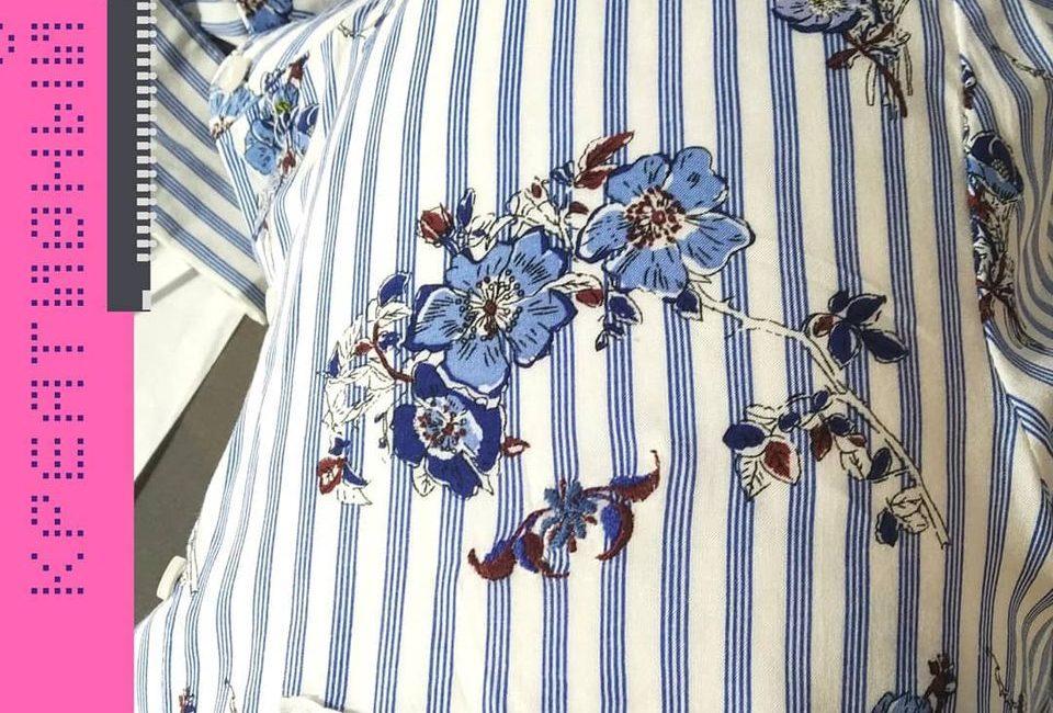 Где была дырка на этой блузке