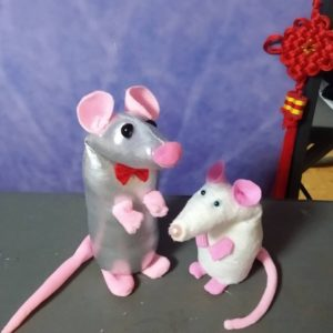 Забавная мышка в подарок на Новый год