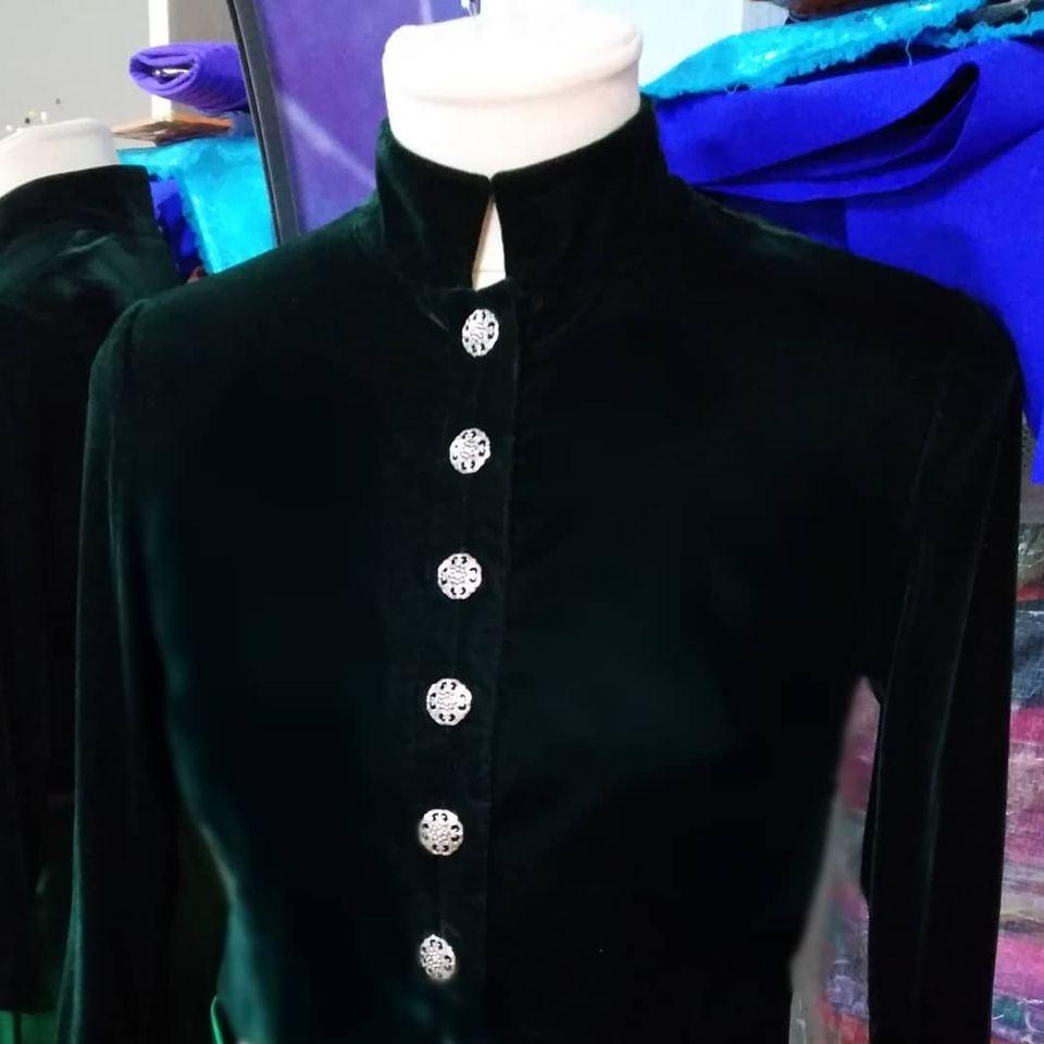 Тёмно-зелёный бархатный жакет